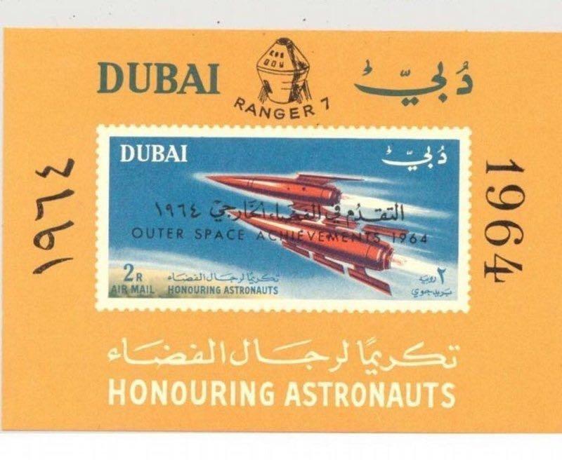 سمو الشيخ #محمد_بن_راشد ينشر صورة طابع بريدي من عام ١٩٦٤ أصدرته #دبي لتكريم رواد الفضاء
