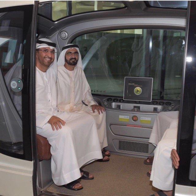 سمو الشيخ #محمد_بن_راشد أثناء تجربته السيارة الإلكترونية في مدينة مصدر #أبوظبي