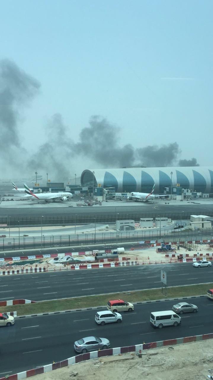 احتراق محرك طائرة طيران #الإمارات القادمة من #الهند يؤجل أغلب رحلات #مطار_دبي - صورة ٣