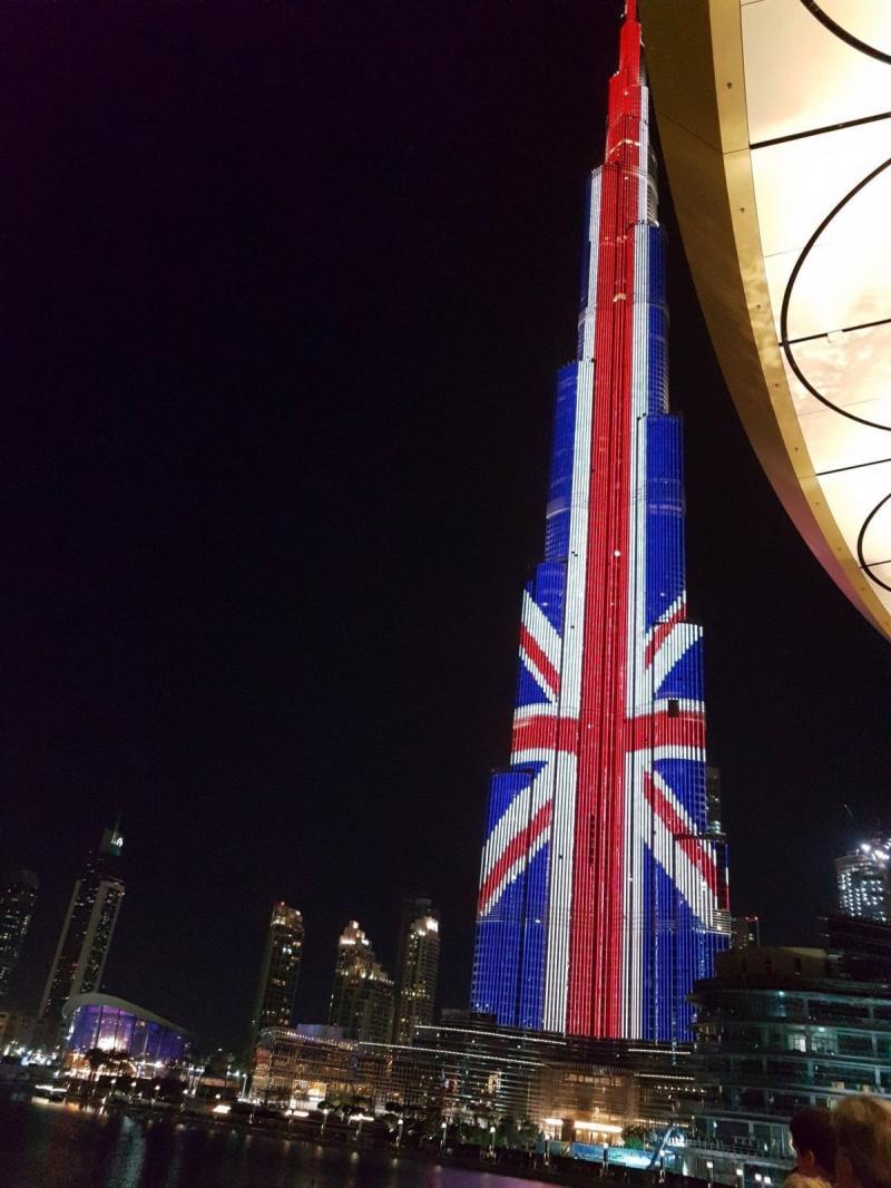 #برج_خليفة في #دبي تضامنا مع ضحايا تفجير #مانشستر