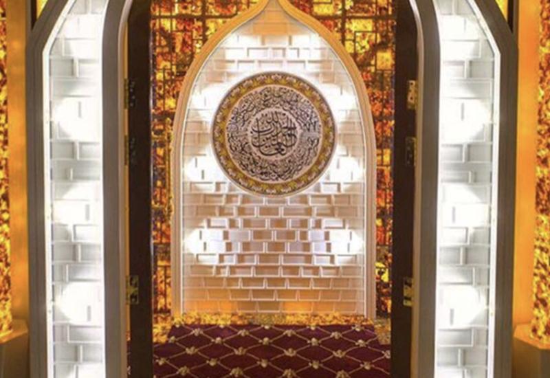#برج_العرب في #دبي يكمل مسجده المتحرك والمبني من حجر العنبر بتكلفة مليون دولار