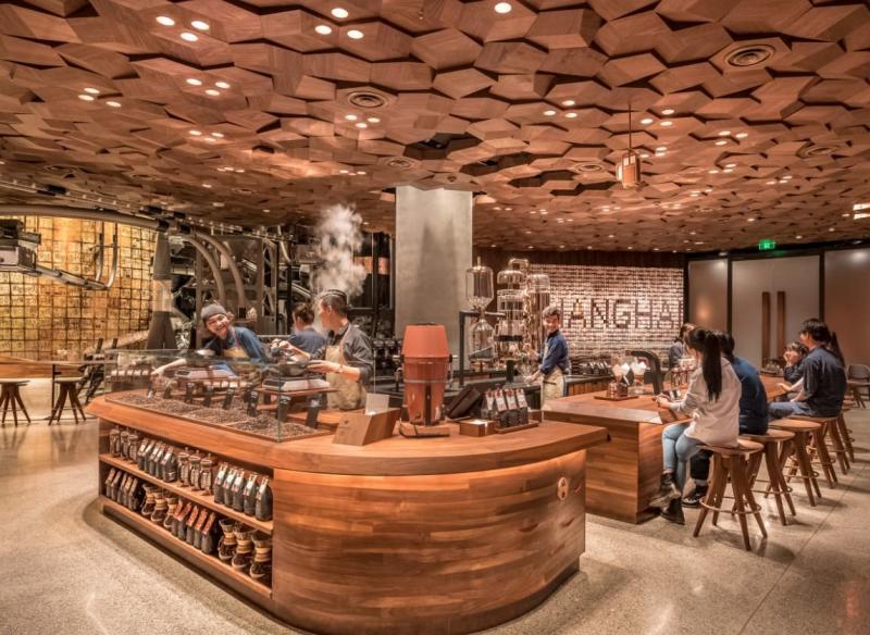 سلسلة مقاهي #Starbucks العالمية تفتتح أكبر محالها في #شنغهاي #الصين - صورة ٣