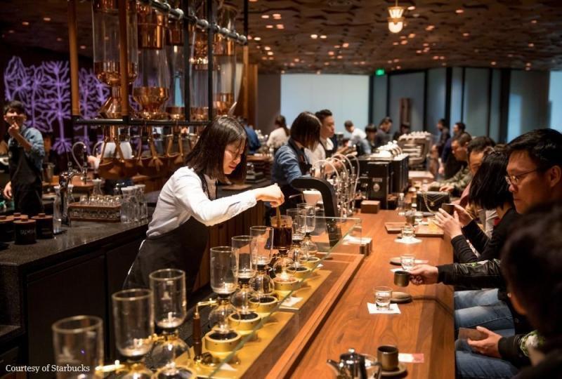 سلسلة مقاهي #Starbucks العالمية تفتتح أكبر محالها في #شنغهاي #الصين - صورة ٥