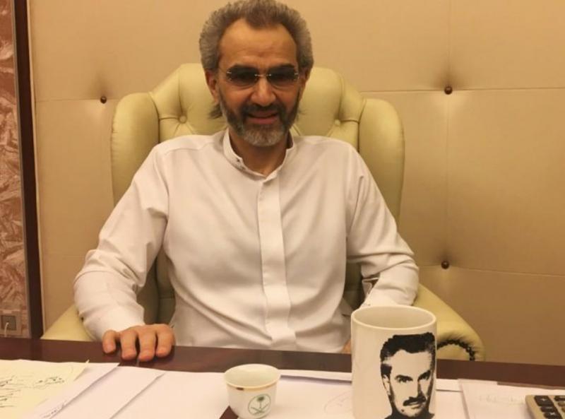 صورة للأمير #الوليد_بن_طلال أثناء مقابلة #رويتر له #السعودية