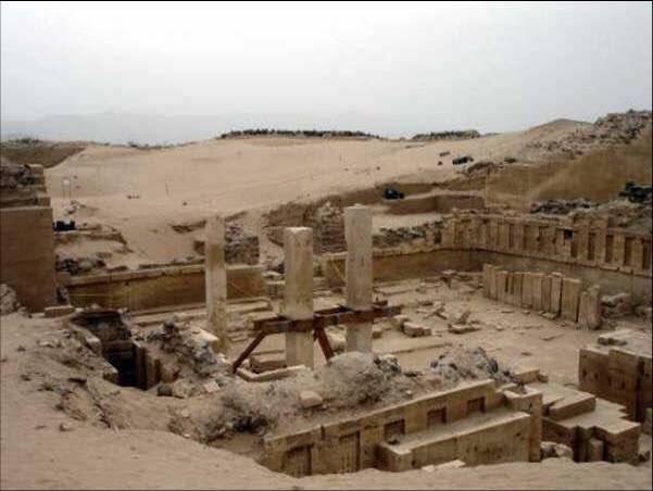 بقايا قصر #بلقيس في #اليمن والتي تم ذكر قصتها مع نبي الله سليمان في #القرآن الكريم - صورة ١