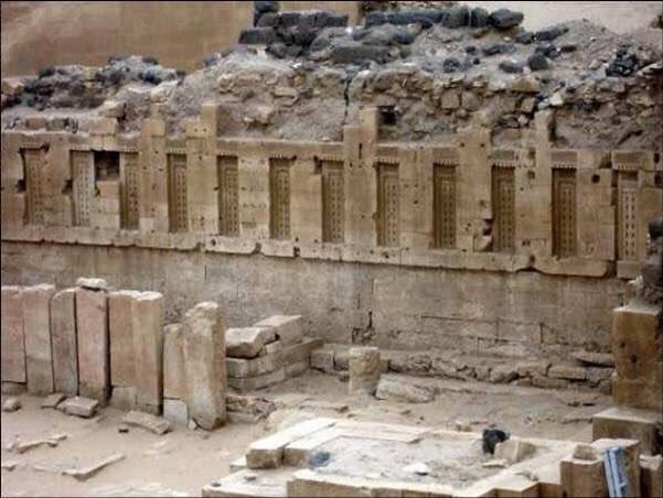 بقايا قصر #بلقيس في #اليمن والتي تم ذكر قصتها مع نبي الله سليمان في #القرآن الكريم - صورة ٢