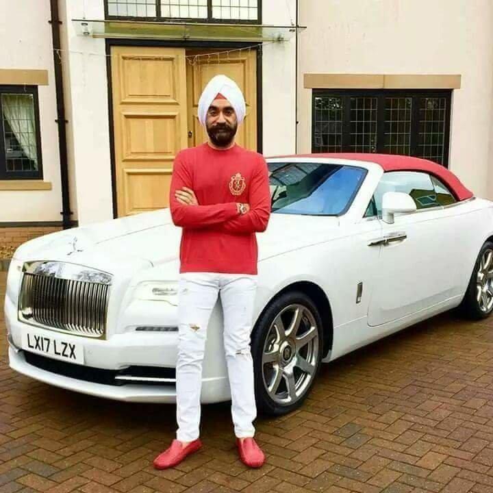الملياردير سردار سينغ يغير سيارته الرولز رويس بحسب الوان عمامته السبعة #سيارات - صورة ٦