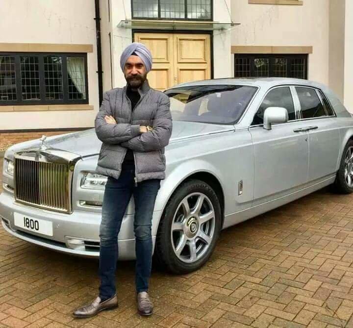 الملياردير سردار سينغ يغير سيارته الرولز رويس بحسب الوان عمامته السبعة #سيارات - صورة ٥