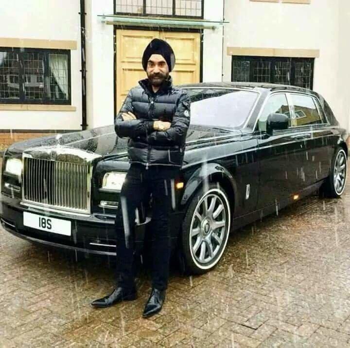 الملياردير سردار سينغ يغير سيارته الرولز رويس بحسب الوان عمامته السبعة #سيارات - صورة ٢