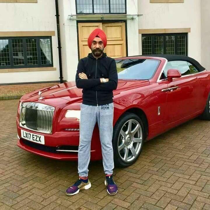 الملياردير سردار سينغ يغير سيارته الرولز رويس بحسب الوان عمامته السبعة #سيارات - صورة ٧