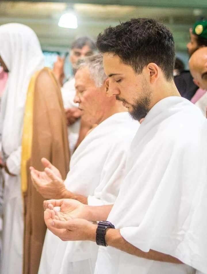 جلالة الملك #عبدالله_الثاني و سمو الأمير حسين ولي عهد #الأردن يؤديان مناسك العمرة #مكة #السعودية - صورة ٥