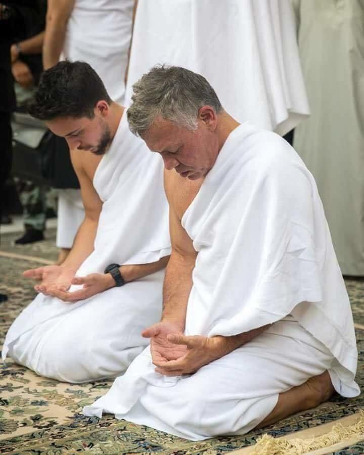 جلالة الملك #عبدالله_الثاني و سمو الأمير حسين ولي عهد #الأردن يؤديان مناسك العمرة #مكة #السعودية - صورة ٧
