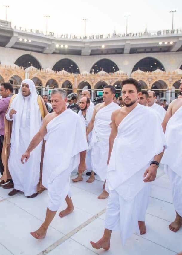 جلالة الملك #عبدالله_الثاني و سمو الأمير حسين ولي عهد #الأردن يؤديان مناسك العمرة #مكة #السعودية - صورة ١