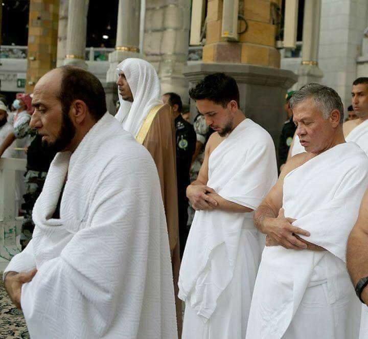 جلالة الملك #عبدالله_الثاني و سمو الأمير حسين ولي عهد #الأردن يؤديان مناسك العمرة #مكة #السعودية - صورة ٦
