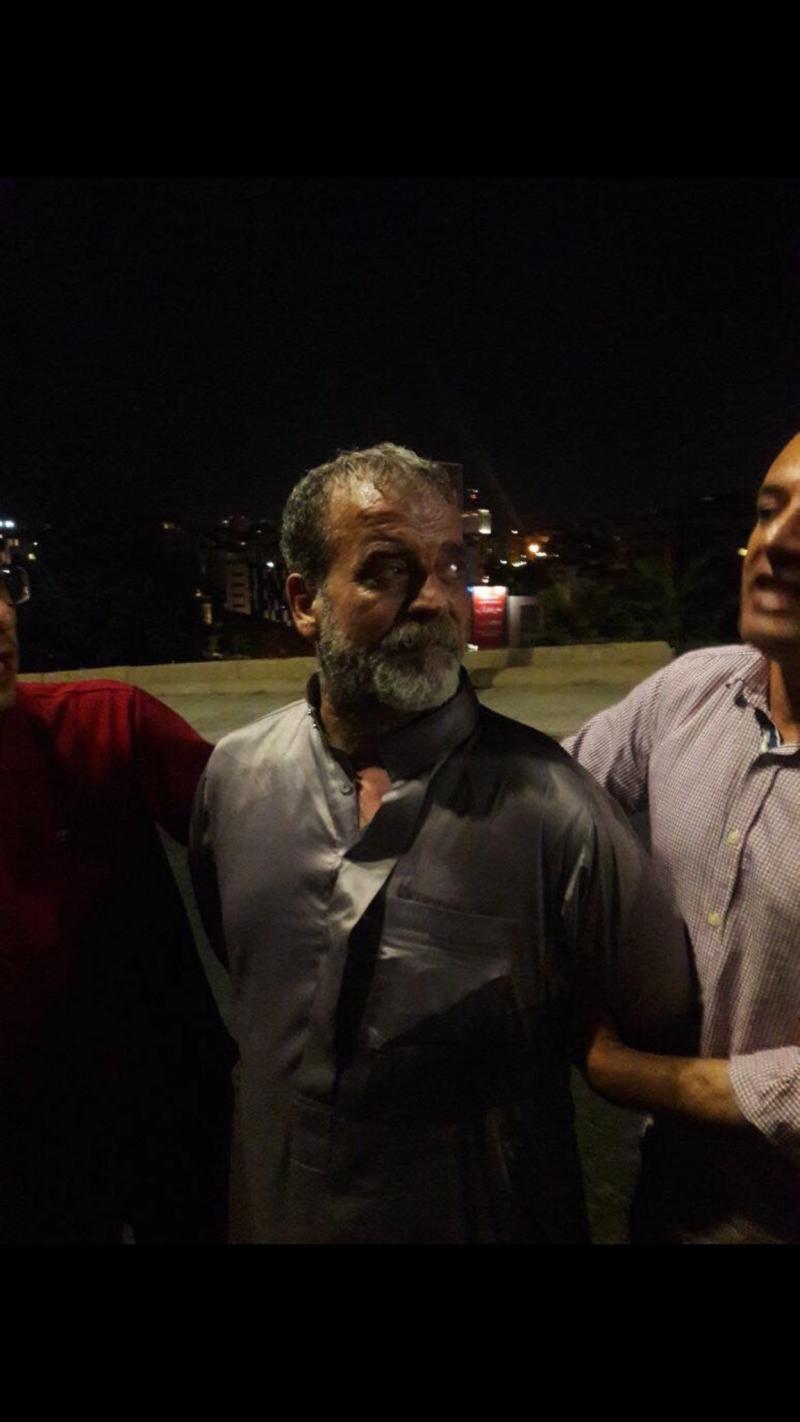 المعتصمون على #الدوار_الرابع في الأردن يلقون القبض على من تداول خبر طعنه لأحد أفراد الدرك #الأردن #إضراب_الأردن - صورة ١