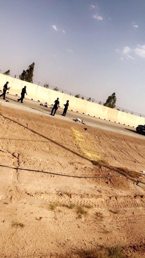 استشهاد جندي سعودي و وافد بنغلاديشي خلال هجوم ارهابي في #السعودية ومقتل ٢ واصابه ١ من الإرهابين منفذي الهجوم #ارهاب_الطرفيه_بريده