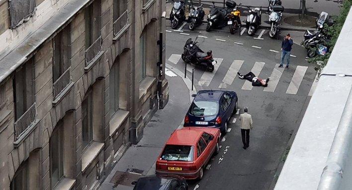 مقتل شخص وجرح إثنين في هجوم تبنته #داعش في #باريس #فرنسا