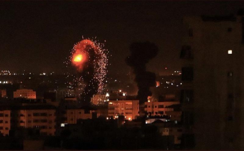قصف متواصل من #إسرائيل على قطاع #غزة #فلسطين اليوم #غزة_تحت_القصف - صورة ٢