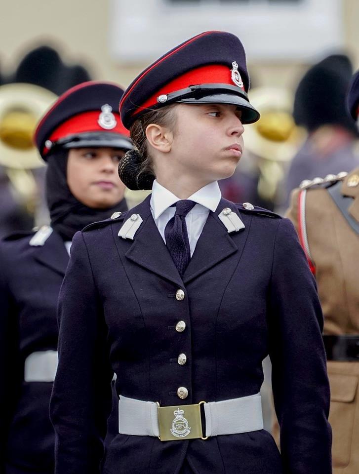 صور من حفل تخريج سمو #الأميرة_سلمى ابنة جلالة الملك #عبدالله_الثاني ملك #الأردن من أكاديمية ساند هيرست #مشاهير - صورة ١