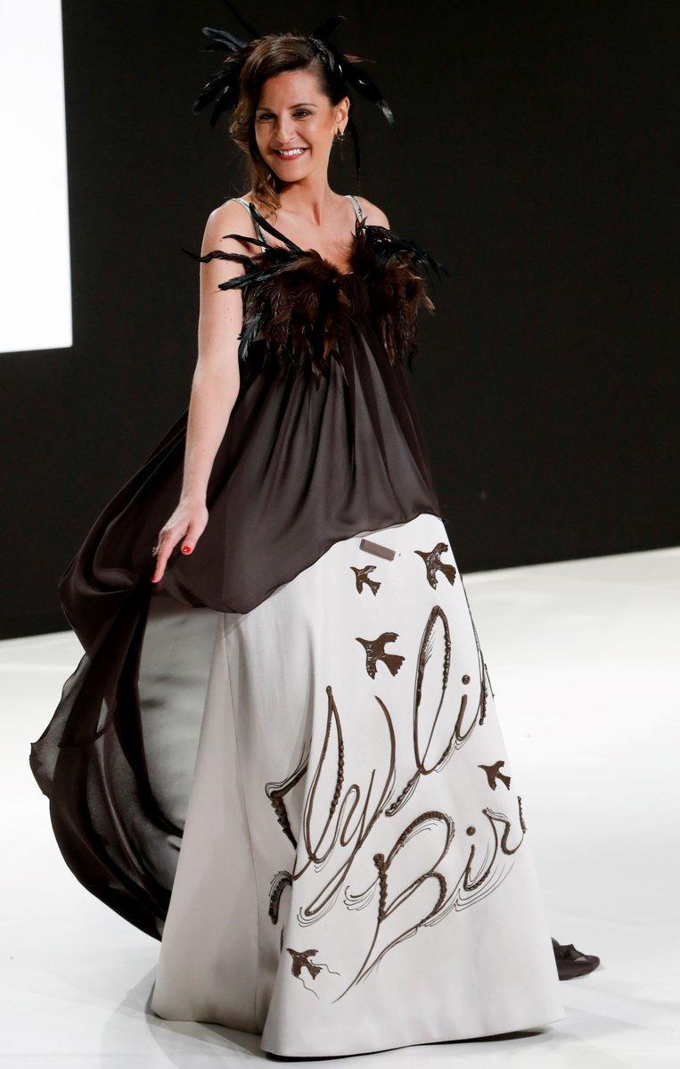 أزياء مصنوعة من الشوكولاته في #فرنسا - صورة ٣
