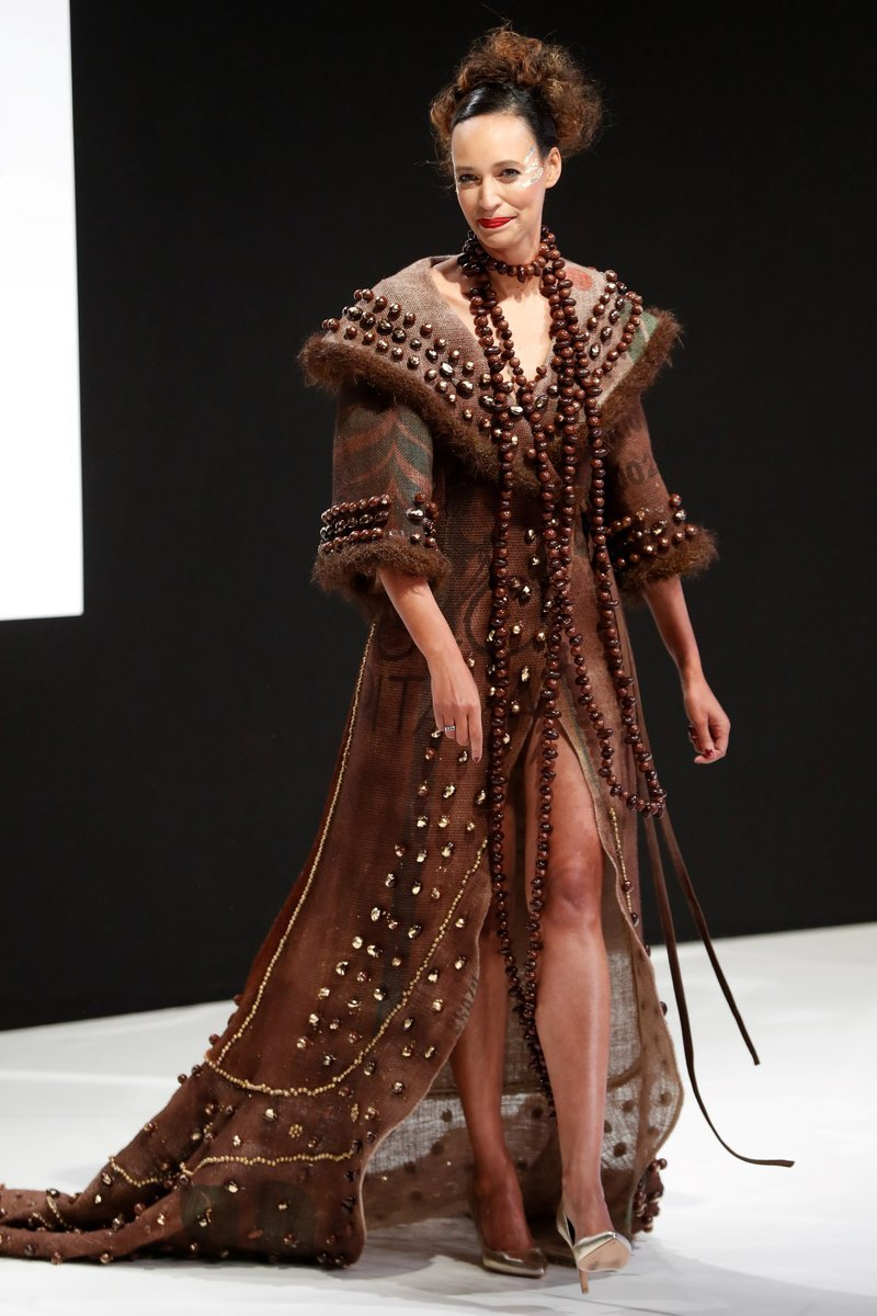 أزياء مصنوعة من الشوكولاته في #فرنسا - صورة ٢