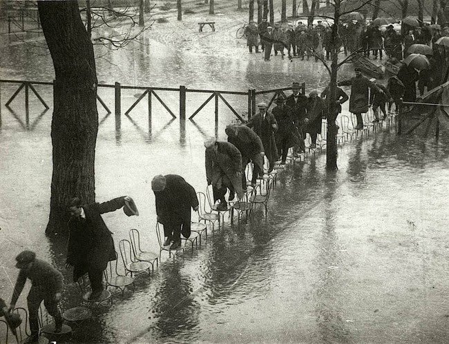 People in Paris avoid getting wet in the flood by stepping on a series of chairs in 1924 #History