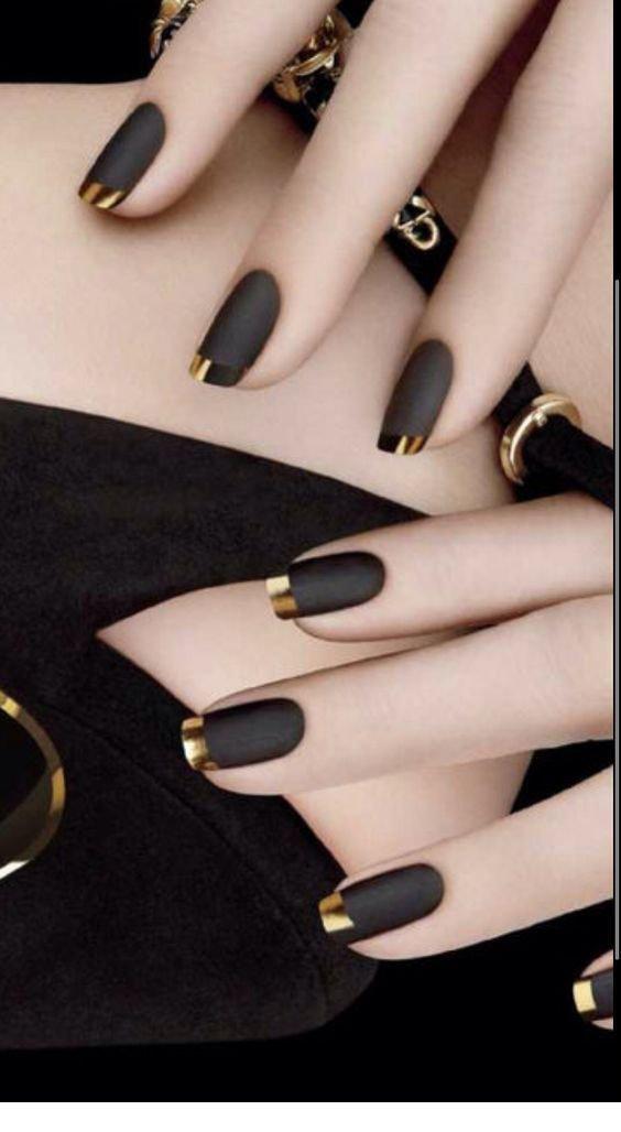 أكثر من 20 صورة لطلاء الأظافر #مانيكير أسود مزخرف بطريقة رائعة #ماكياج #بنات - صورة 4