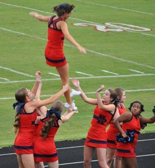 12 صورة للحظات فشل #مشجعات #Cheerleaders #مضحك #نهفات - صورة 1