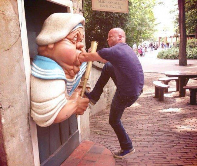 21 صورة لأشخاص يختلقون قصصا مع تماثيل #مضحك #نهفات - صورة 15