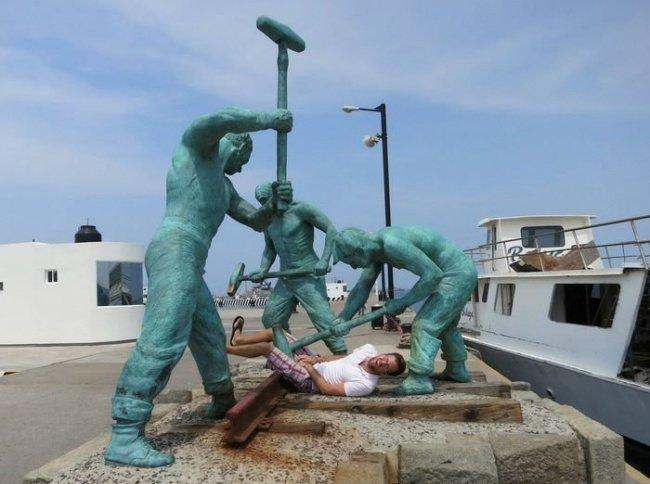 21 صورة لأشخاص يختلقون قصصا مع تماثيل #مضحك #نهفات - صورة 12