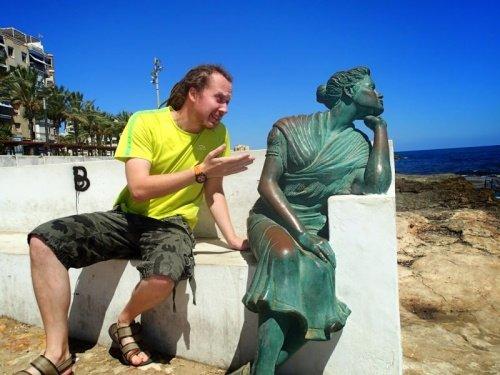 21 صورة لأشخاص يختلقون قصصا مع تماثيل #مضحك #نهفات - صورة 8