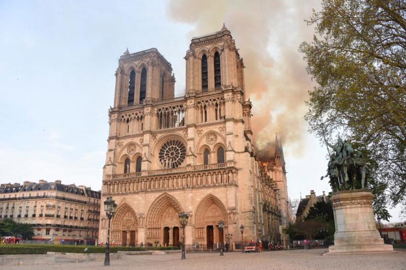 صور حريق #كاتدرائية_نوتردام في #باريس وانهيار برجها الأثري - صورة ٥