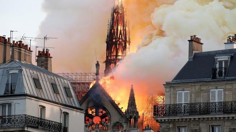 صور حريق #كاتدرائية_نوتردام في #باريس وانهيار برجها الأثري - صورة ٨