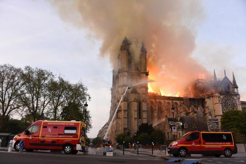 صور حريق #كاتدرائية_نوتردام في #باريس وانهيار برجها الأثري - صورة ٧