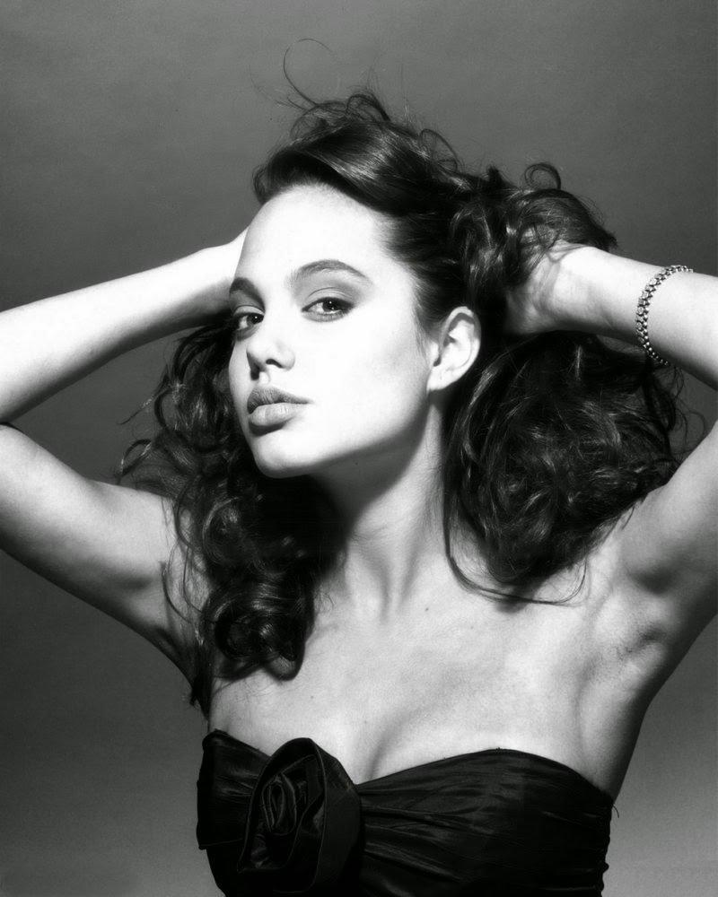 30 صورة للممثلة #أنجلينا_جولي في أول جلسة تصوير لها بعمر ال15 عام #Angelina_Jolie #مشاهير #بنات - صورة 19