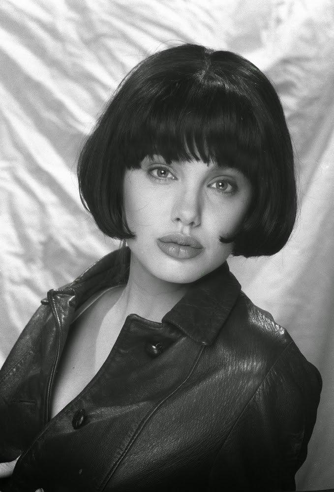 30 صورة للممثلة #أنجلينا_جولي في أول جلسة تصوير لها بعمر ال15 عام #Angelina_Jolie #مشاهير #بنات - صورة 9