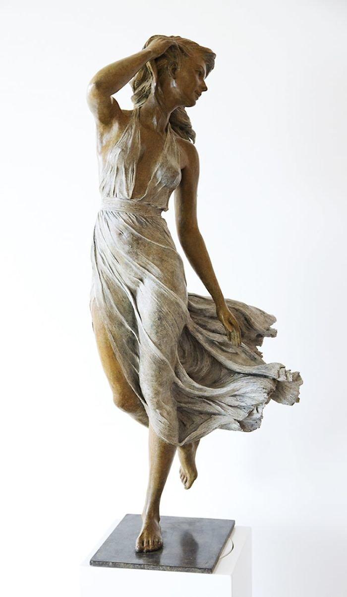 الفنانه #Luo_Li_Rong تصنع تماثيل تماثل الحقيقة لنساء #فن - صورة 13