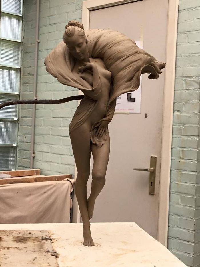الفنانه #Luo_Li_Rong تصنع تماثيل تماثل الحقيقة لنساء #فن - صورة 8