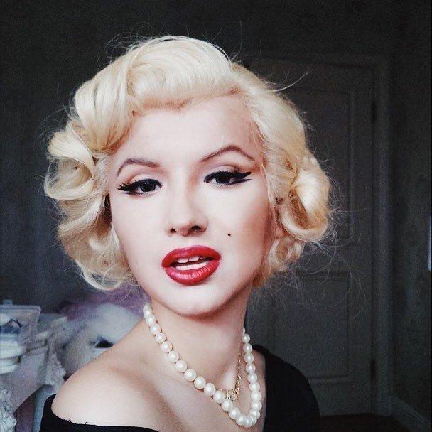 الفنانة الصينية #He_Yuhong تقوم بتغيير شكلها باستخدام #الماكياج لتصبح نسخة من #مشاهير عالميين #بنات #فن - Marilyn Monroe