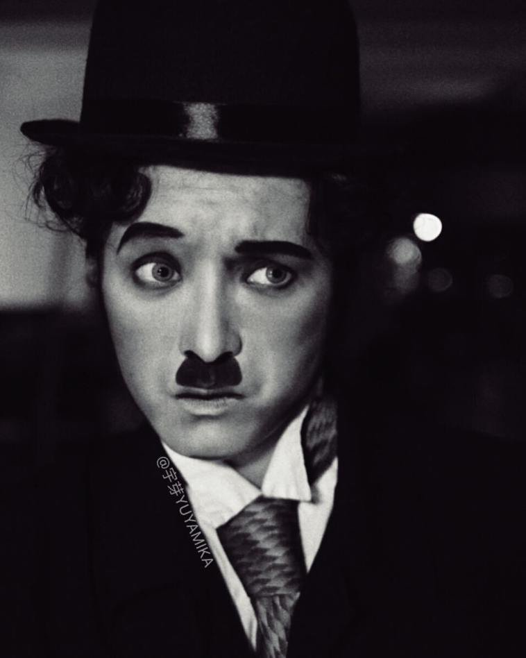 الفنانة الصينية #He_Yuhong تقوم بتغيير شكلها باستخدام #الماكياج لتصبح نسخة من #مشاهير عالميين #بنات #فن - Charlie Chaplin