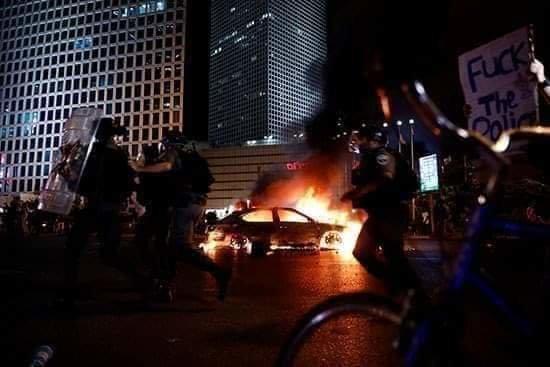 صور من المظاهرات في الأراضي الفلسطينية المحتلة ( #إسرائيل ) بعد مقتل يهودي أثيوبي على يد الشرطة - صورة ١