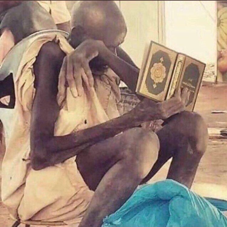 لم يبكيه سوى القرآن رغم كل ظروفه