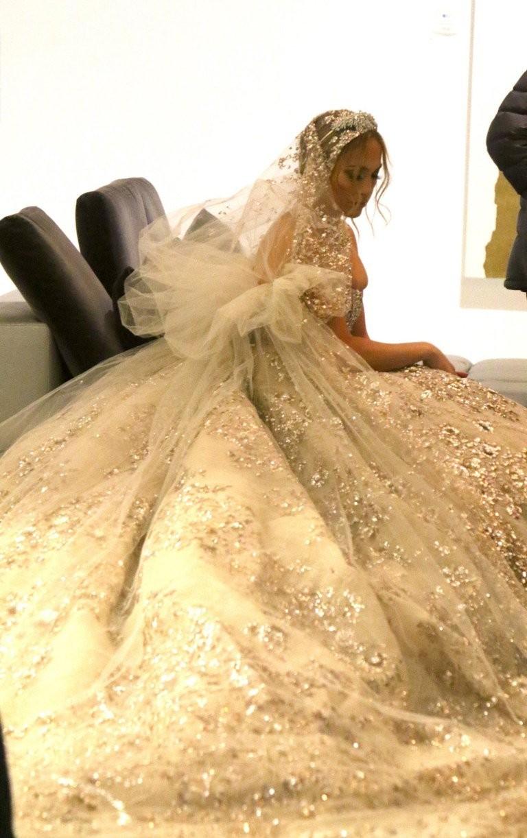 #جينيفر_لوبيز تتألق ب #فستان زفاف من تصميم #زهير_مراد لدورها في فيلمها الجديد #مشاهير - صورة 6