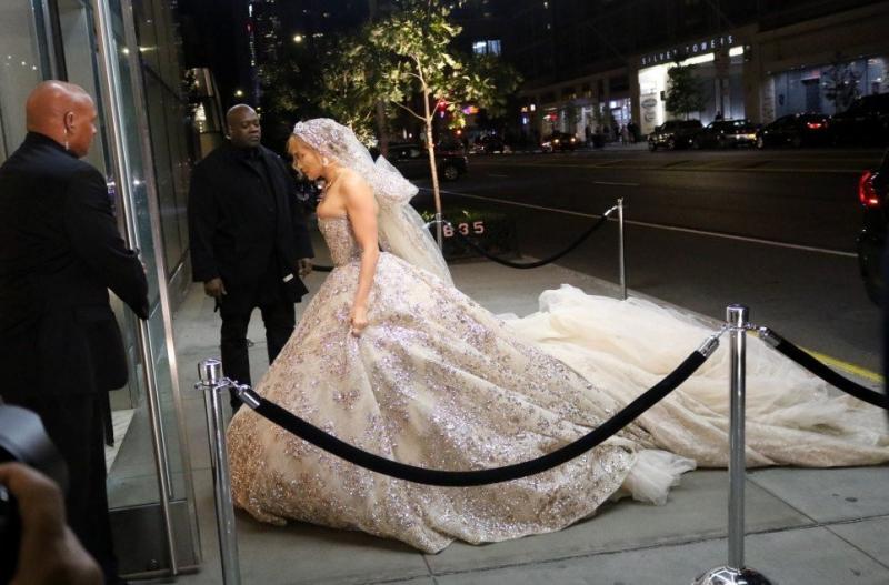 #جينيفر_لوبيز تتألق ب #فستان زفاف من تصميم #زهير_مراد لدورها في فيلمها الجديد #مشاهير - صورة 9