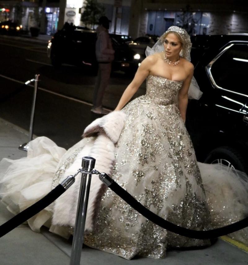 #جينيفر_لوبيز تتألق ب #فستان زفاف من تصميم #زهير_مراد لدورها في فيلمها الجديد #مشاهير - صورة 3