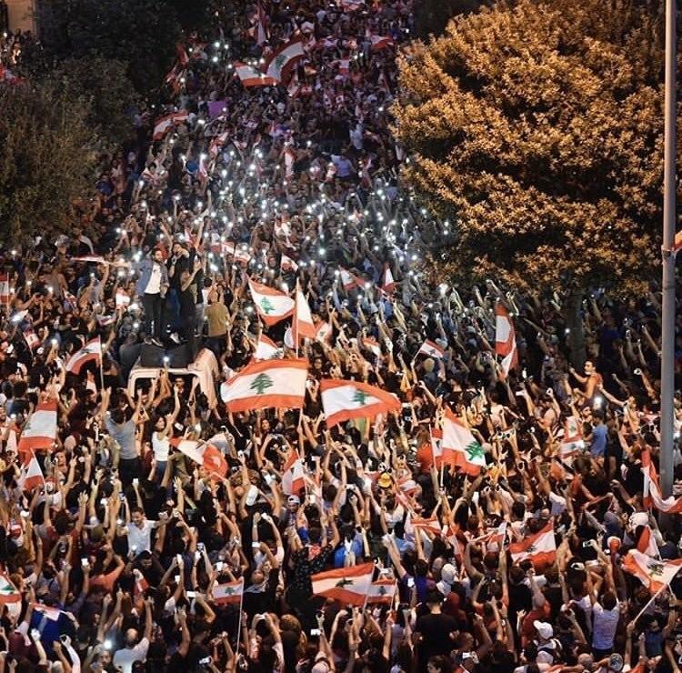 صور من مظاهرات #لبنان #لبنان_ينتفض - صورة 17