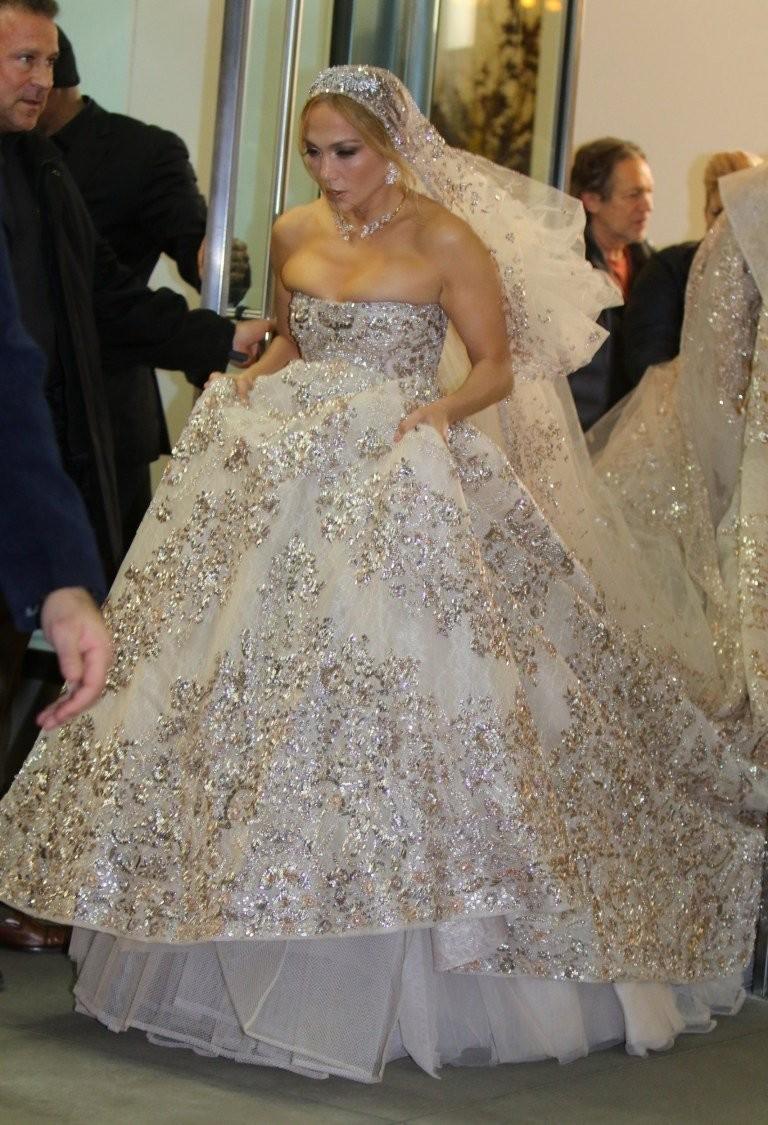 #جينيفر_لوبيز تتألق ب #فستان زفاف من تصميم #زهير_مراد لدورها في فيلمها الجديد #مشاهير - صورة 10