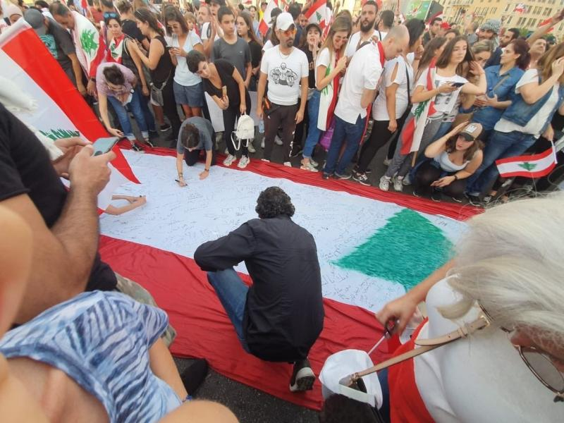صور من مظاهرات #لبنان #لبنان_ينتفض - صورة 5