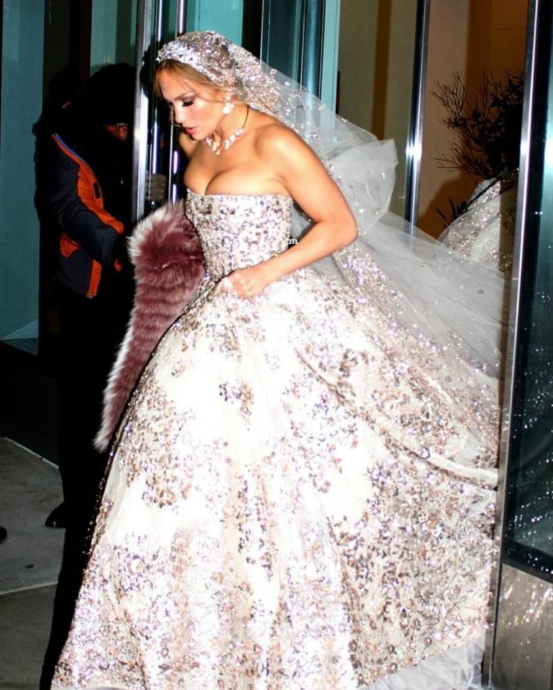 #جينيفر_لوبيز تتألق ب #فستان زفاف من تصميم #زهير_مراد لدورها في فيلمها الجديد #مشاهير - صورة 2