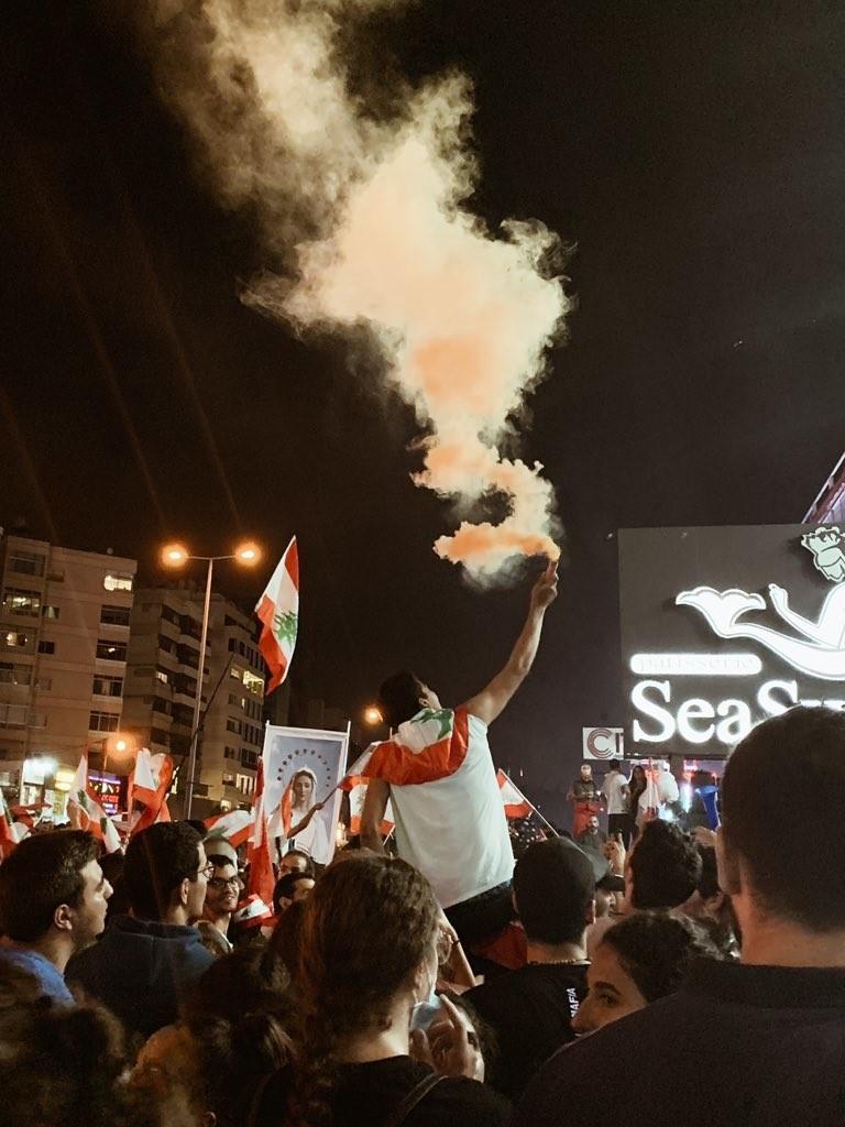 صور من مظاهرات #لبنان #لبنان_ينتفض - صورة 29
